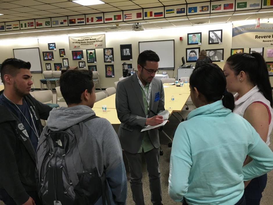 Reporter Neal Morton of the Las Vegas Review-Journal interviews students during a visit to Revere (Mass.) High School in May 2016. (Emily Richmond/EWA)