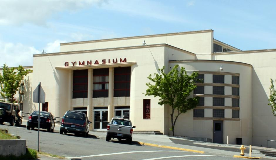 Gymnasiums like these can be sites for explaining to families the process of applying for DACA. By Tedder (Own work) [CC BY 3.0 (http://creativecommons.org/licenses/by/3.0)], via Wikimedia Commons